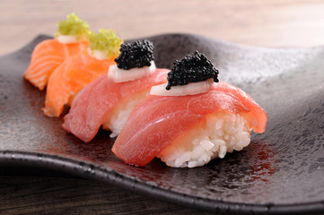 Sushi : Tuna and salmon sushi set with caviar