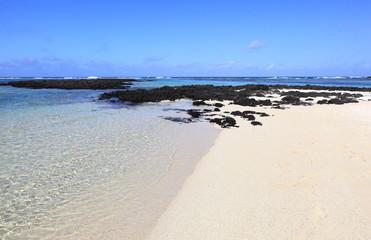 plage sauvage déserte de l'île maurice