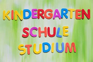 Bunte Buchstaben, Kindergarten, Schule, Studium