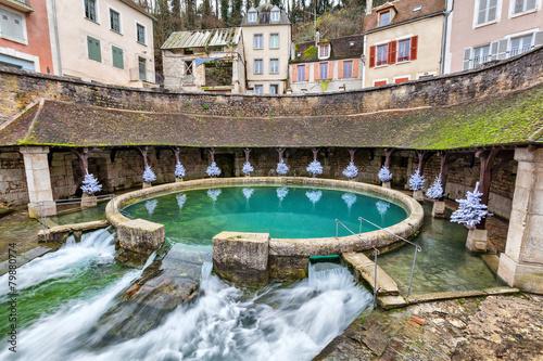 Leinwanddruck Bild La fosse Dionne - the spring in the center of Tonnerre