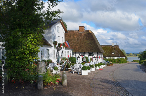 Leinwandbild Motiv Blick über die Dorfstraße Siseby zur Schlei
