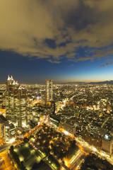 新宿高層ビルから超広角で望む 街明りが眩しい夜景 東京街並全景南西の方角  遥か彼方横浜も望む