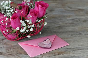 Liebesbrief mit Rosen