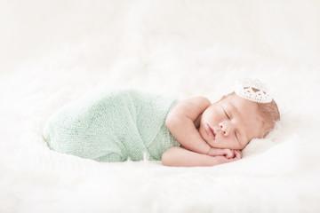 Newborn Baby mit Krone