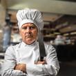 chef con coltello al ristorante