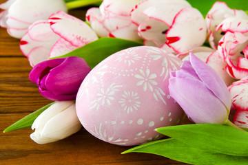 Osterei und Blumen