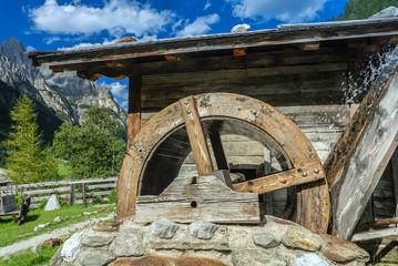 Wasserrad bei einer alten Mühle