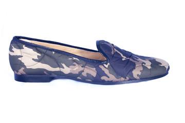 Zapato militar de perfil