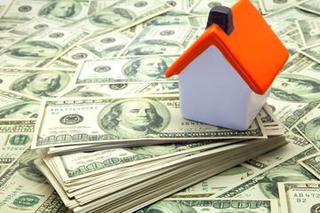 casa y dinero