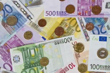Viele verschiedene Euronoten und ünzen