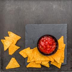 Tortilla Chips mit Dip