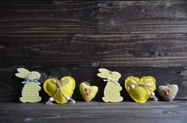Osterkarte - Osterhasen und Herzen - gelb
