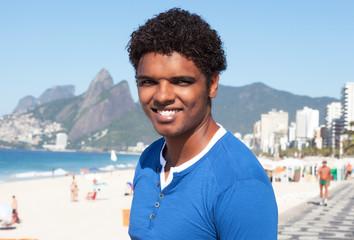 Freundlicher Latino am, Strand von Ipanema