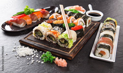 Papiers peints Pain Japanese seafood sushi set