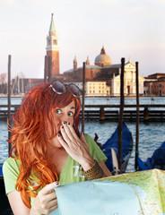turista donna sorpresa a Venezia