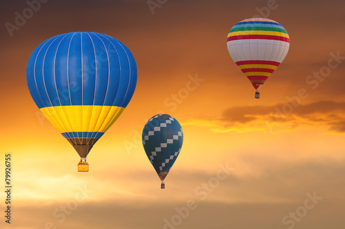 Foto Spatwand Ballon Few Hot Air Balloons in Flight on sunset sky background