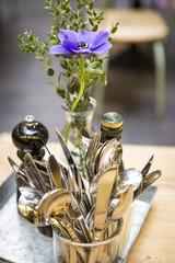 Tischdekoration Restaurant mit Besteck