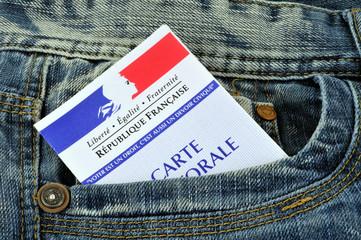 Carte d'électeur en poche