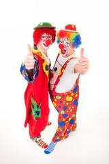 clowns zeigen daumen hoch mit begeisterung