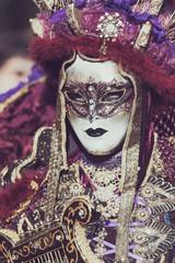 Personnage de carnaval costumé