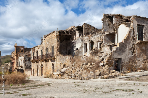 Collapsed buildings after an earthquake in Sicily - 79945119
