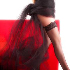 ragazza con velo nero e calze autoreggenti