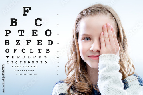 Girl reviewing eyesight. - 79947713