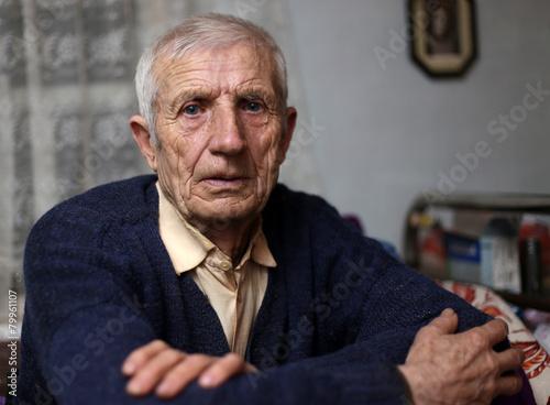 senior man - 79961107