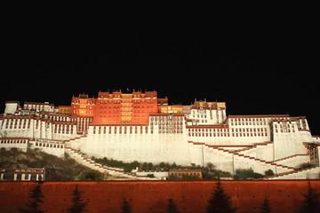Potala Palace and surrounding wall at night. Lhasa-Tibet. 1153