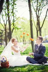 groom bride orange