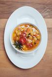 Mediterrane Suppe // Ansicht von oben