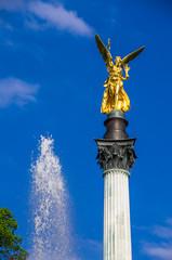 Münchner Friedensengel mit Fontäne