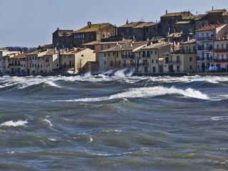Tramontana a Marta sul lago di Bolsena