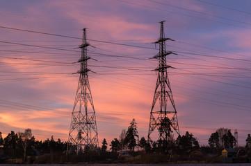 высоковольтная линия электропередач на закате