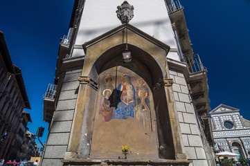 Icon at the corner of building and behind the Basilica, Florence