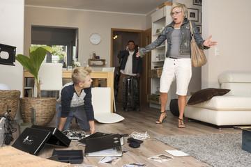 Familie sieht Chaos nach Einbruch bei seiner Rückkehr in ihr Einfamilienhaus