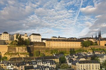 Luxemburg, Luxemburg Stadt, Stadtviertel Grund, Blick auf das Nationalarchiv, ANLux, am Plateau de Saint-Esprit und der Stadt