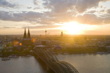 Deutschland, Köln, Hohenzollernbrücke und Kölner Dom