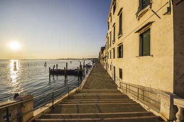 Italien, Venetien, Venedig, Cannaregio, Uferpromenade bei Sonnenuntergang