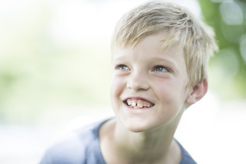 Porträt des lächelnden Jungen