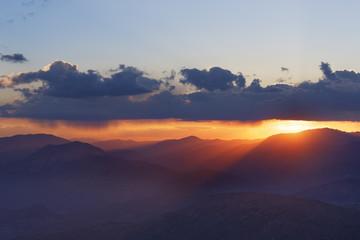 Türkei, Anatolien, Sonnenuntergang auf dem Berg Nemrut