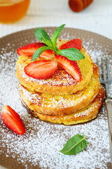 French toast with strawberries and icing sugar