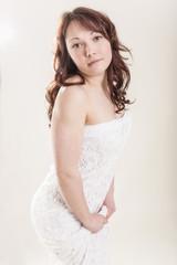 Junge Frau im zarten Kleid Portrait