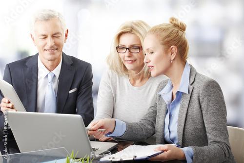 Leinwanddruck Bild Business people at meeting