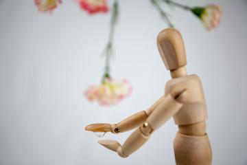 デッサン人形と花