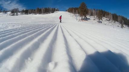 Сноубордист проезжает рядом с камерой Riding near camera