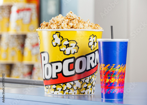 Keuken foto achterwand Boodschappen Popcorn And Drink On Concession Stand