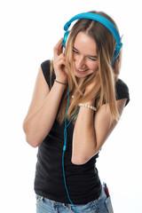 Glückliches Mädchen mit Kopfhörer