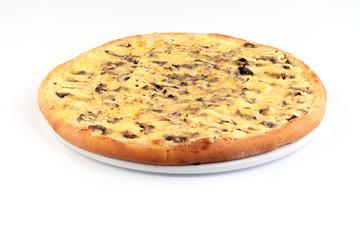Пицца грибная с картофелем на белом фоне
