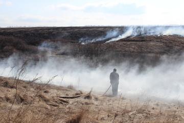 На тушении пожара в степи